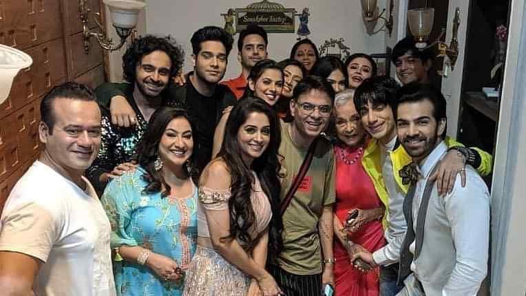 Dipika Kakar Ibrahim and Karan V Grover with <i>Kahaan Hum Kahaan Tum </i>cast.